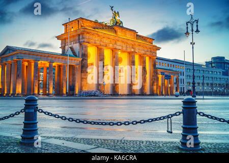 Brandenburger Tor bei Dämmerung Stockbild