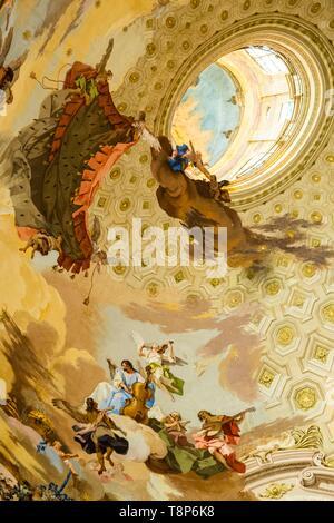 Italien, Piemont, Provinz Cuneo, Langhe, Vicoforte, Wallfahrtskirche von Vicoforte, die Basilika, die Gewölbe des gigantischen elliptischen Kuppel zur Ehre Mariens geweiht ist von Francesco Gallo abgeschlossen Stockbild