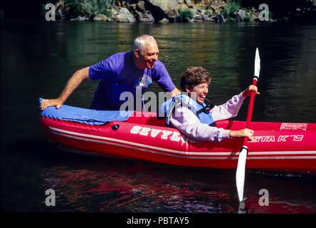 Senior Paar River Rafting in Oregon HERR © Myrleen Pearson..... Ferguson Cate Stockbild