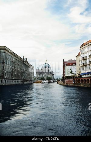 Berliner Dom und Fluss Spree, Berlin, Deutschland Stockbild