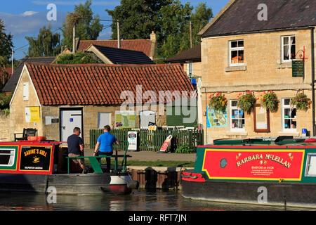 Lastkähne, Kennet und Avon, Bradford on Avon, Wiltshire, England, Vereinigtes Königreich, Euruope Stockbild