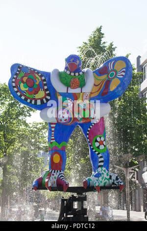 Lebensretter, Brunnen Skulptur von Niki De Saint Phalle und Jean Tinguely, Duisburg, Ruhrgebiet, Nordrhein-Westfalen, Deutschland, Europa ich Lebensretter, Stockbild