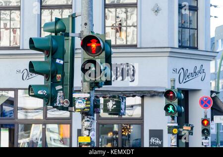 Ostdeutsche Ampelmännchen, kleine Ampel Männer, Ampelmann, Fußgängerzone Signale Symbol, Berlin, Stockbild