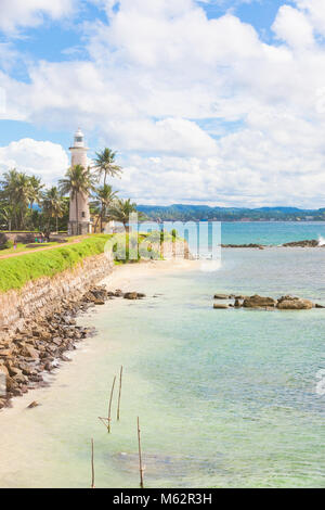 Galle, Sri Lanka, Asien - Relaxen am Strand, in der Nähe vom alten Leuchtturm von Galle Stockbild