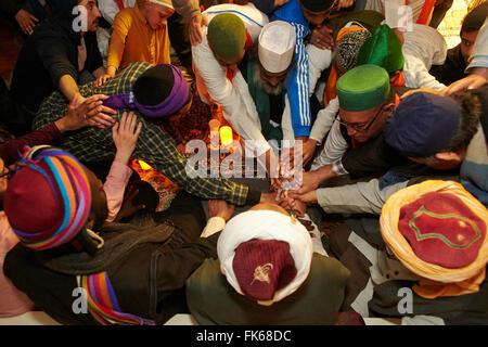 Naqshbandi Sufis Anschluss an Händen, Paris, Frankreich, Europa Stockbild