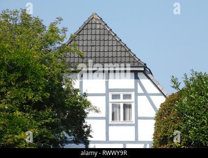 Weiße Fachwerkhaus, Cloppenburg, Niedersachsen, Deutschland, Europa Stockbild