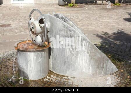 Brunnen in der Fußgängerzone Obernstrasse, Achim, Niedersachsen, Deutschland, Europa ich Brunnen in der Fussgängerzone Obernstrasse, Achim, Niedersachsen, Stockbild