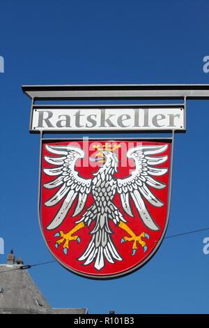 Zeichen Ratskeller, Frankfurt, Hessen, Deutschland, Europa ich Hängschild Ratskeller, Frankfurt am Main, Hessen, Deutschland, Europa I Stockbild