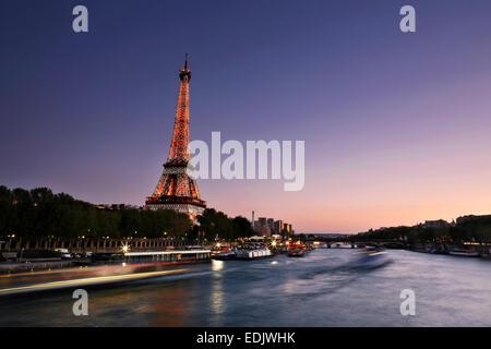 Eiffel Turm Blick in Paris in der Dämmerung Stockbild