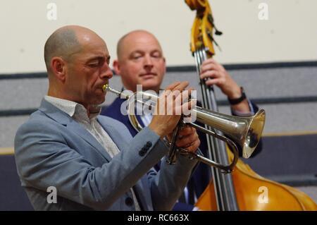 Chris Coull und Dan Sheppard, Eastbourne Jazz Festival, Blatt Halle, Eastbourne, East Sussex, 30. Sep 2018. Stockbild