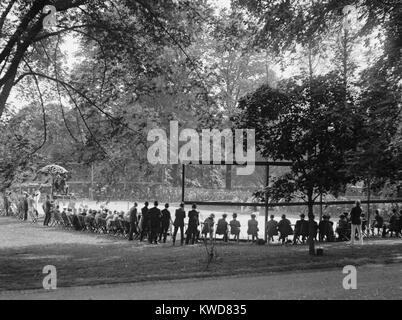 Weiße Haus Tennisplatz bei einem Match auf der 10. Mai 1922. (BSLOC_2015_16_6) Stockbild