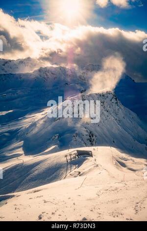 Schneebedeckten Alpen an einem sonnigen Tag, Arosa, Graubünden, Schweiz Stockbild