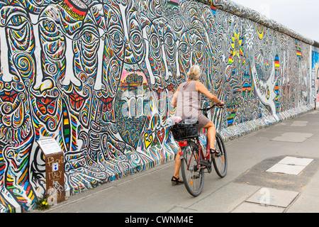Europa, Deutschland, Berlin, Graffiti an der East Side Gallery Stockbild
