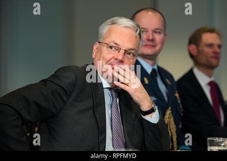 Der belgische Minister für Verteidigung Didier Reynders bei einem Treffen mit US-Verteidigungsminister Handeln Patrick Shanahan im Pentagon Februar 21, 2019 in Arlington, Virginia. Stockbild