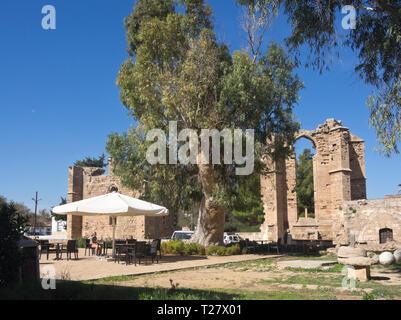 Ruinen um, wo die Venezianischen Palazzo del Provveditore im alten Stadtzentrum in Famagusta Zypern stand Stockbild