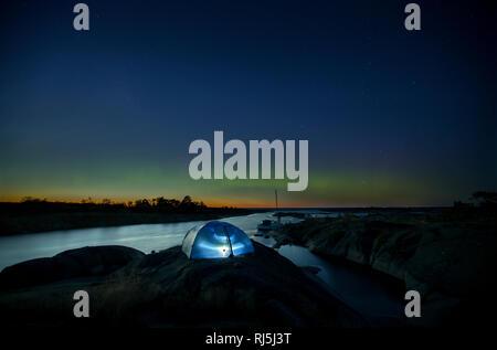 Zelt in der Nacht Stockbild