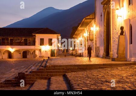 Plaza Mayor in der Morgendämmerung, Villa de Leyva, Boyacá, Kolumbien Stockbild