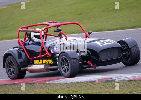 2006 Caterham CSR-Klasse H mit Fahrer David Holroyd im CSCC Gold Kunst herrliche Sevens Rennen in Snetterton, Norfolk, Großbritannien. Stockbild