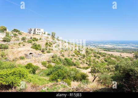 Conversano, Apulien, Italien - im mittleren Alter Dorf auf den Hügeln auf der Grundlage Stockbild