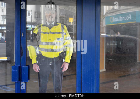 Karton Cut-out Polizist Stockbild