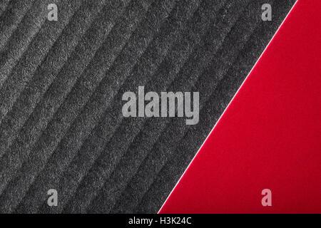 Schwarzen und roten Hintergrund mit Karton Material mit einer Diagonale Trennung gemacht. Stockbild