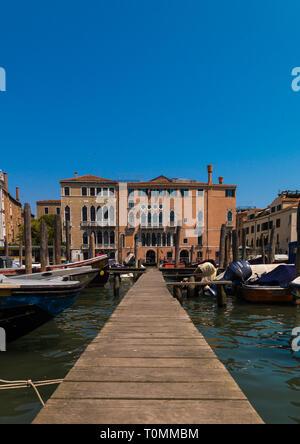 Ponton auf dem Kanal, Region Veneto, Venedig, Italien Stockbild