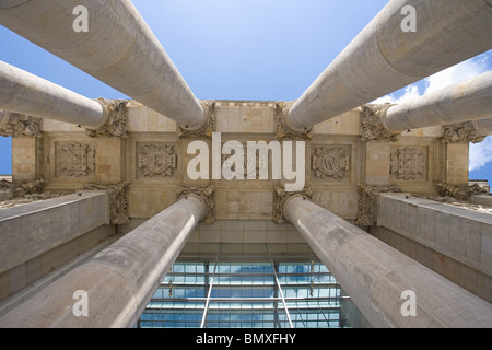 Niedrigen Winkel Ansicht des Reichstagsgebäudes in berlin Stockbild