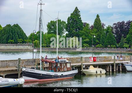Das Schiff 'Möwe Jonathan' am Pier von Langenargen am Bodensee, Baden-Württemberg, Deutschland, Europa. Stockbild