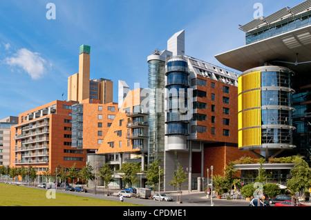 Daimler Büros, Einzelhandel und Wohnen Architekten - moderne Architektur Komplex auf linkräder, Potsdamer Stockbild
