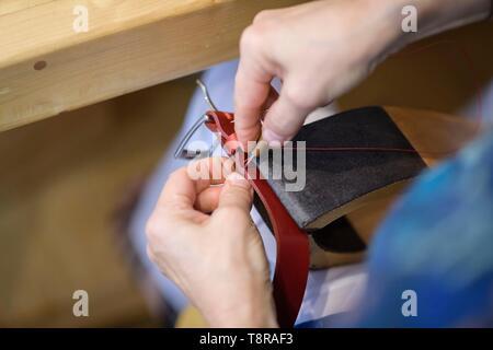 Frankreich, Morbihan, Josselin, Handwerker das Leder Workshop im Dorf Stockbild