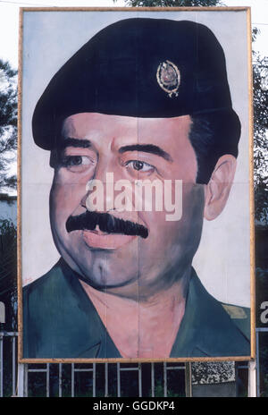 Saddam Hussein portrait Bagdad Irak tragen Uniform 1984 HOMER SYKES Stockbild