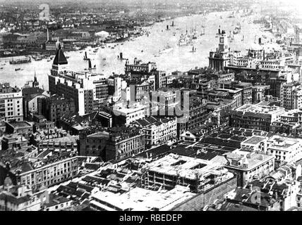 SHANGHAI, China, über 1925 von einer Postkarte Stockbild