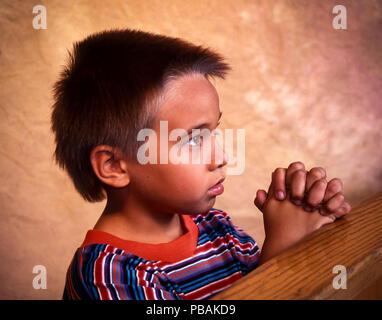 Junge Native American Christian Kind beten HERR © Myrleen Pearson.... Ferguson Cate Stockbild