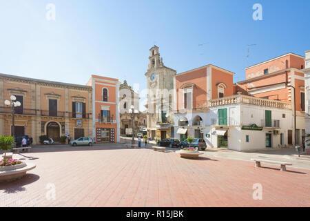 Massafra, Apulien, Italien - 31. MAI 2017 - historischen Marktplatz in der Altstadt von Massafra Stockbild