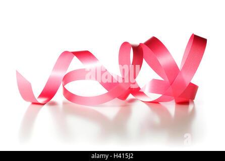 Red Ribbon auf weißem Hintergrund, dekoratives Element. Stockbild