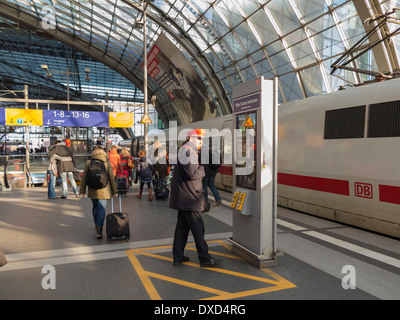 In der Hauptbahnhof central Station, Berlin, Deutschland, Europa Stockbild