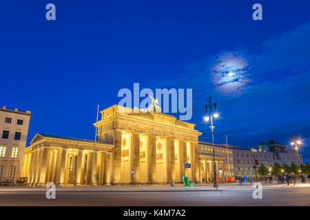 Berlin Night Skyline am Brandenburger Tor (Brandenburger Tor), Berlin, Deutschland Stockbild