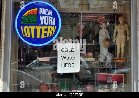 New York Lotterie Zeichen speichern Fenster Stockbild