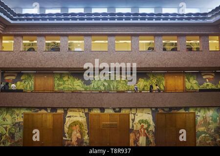 Frankreich, Paris, Porte Doree, Palast der Porte Doree und Musée de l'Histoire de l'Immigration, Forum Fresken Stockbild