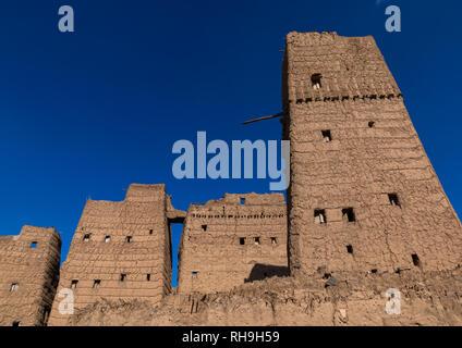 Altes Dorf von traditionellen Schlamm Häuser gegen den blauen Himmel, Asir Provinz, Dhahran al Janub, Saudi-Arabien Stockbild