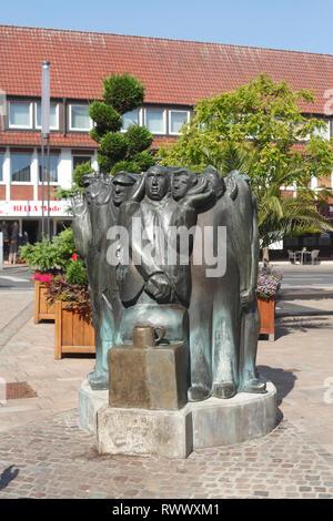 Eberborgbrunnen in der Fußgängerzone Lange Straße, Cloppenburg, Niedersachsen, Deutschland, Europa ich Eberborgbrunnen in der Fußgängerzone Lange Straße, Stockbild