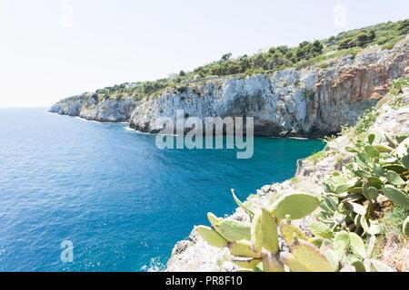 Apulien, Grotta Zinzulusa, Italien - an der Küste des berühmten Grotte Zinzulusa Stockbild