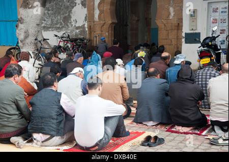 Freitagsgebet in Platz Moulay Hassan, Essaouira, Marokko Stockbild