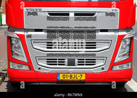 Das vordere Ende eines roten Volvo Truck, Deutschland, Europa ich Frontpartie eines roten Volvo-Trucks, Deutschland, Europa I Stockbild