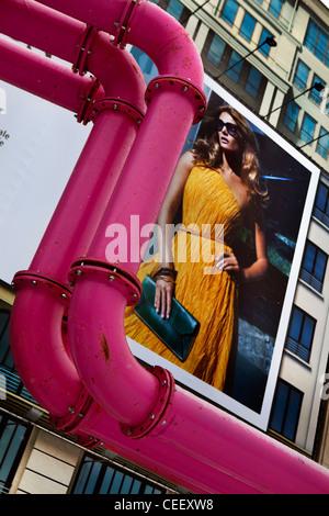 Hugo Boss Werbung, mit heißem Wasser Rohre, Potsdamer Platz, Berlin Stockbild