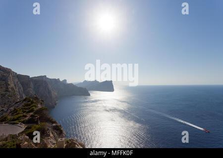 Cap de Formentor, Mallorca, Balearen, Spanien - genießen Sie den Sonnenuntergang in den Bergen von Formentor Stockbild