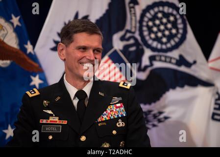 Der scheidende Kommandeur des US Central Command, General Joseph L. Votel, lächelt während seiner Pensionierung Zeremonie an der Macdill Air Force Base, 29. März 2019 in Tampa, Florida. Votel im Ruhestand nach 39 Jahren Militärdienst. Stockbild