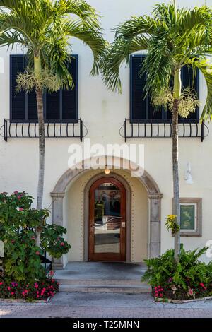 Seiteneingang, historische Merkantilgebäude - b. 1919, Naples, Florida, USA Stockbild