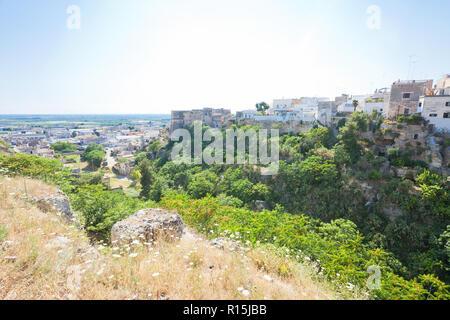 Massafra, Apulien, Italien - idyllisch im mittleren Alter Dorf im Hinterland von Apulien Stockbild
