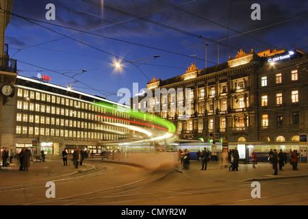 Bank UBS und Credit Suisse Bank am Paradeplatz, Tram, Zürich, Schweiz Stockbild